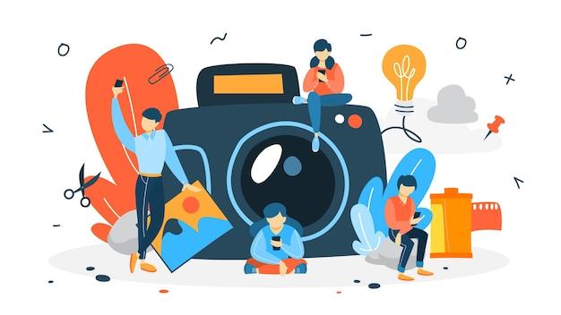 写真のコンセプト。人々は自分撮りをします。背景に大きなカメラ。芸術的な職業と写真のコース。図