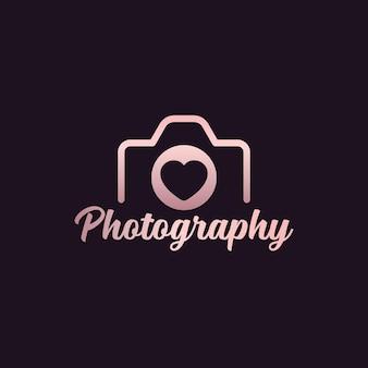 カメラとハートの写真のロゴデザイン