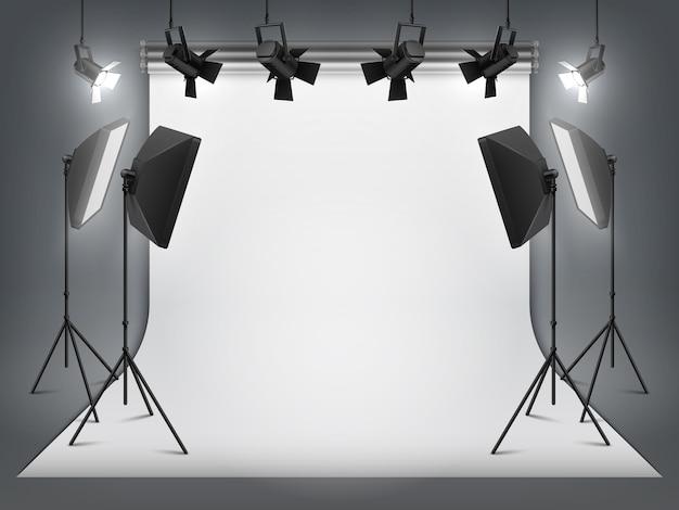 사진 스튜디오. 사진 배경 및 스포트라이트, 삼각대 및 스튜디오 장비가있는 사실적인 투광 조명