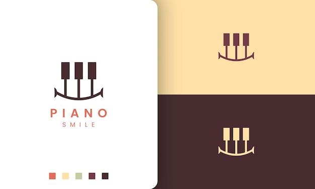 笑顔の形をしたシンプルでモダンなスタイルのピアノのロゴ