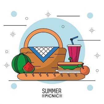 ピクニックバスケットの果物とサンドイッチとドリンク