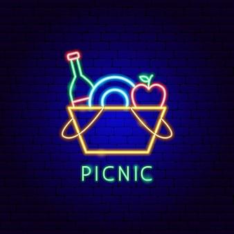 Неоновая этикетка для пикника. векторная иллюстрация продвижения продуктов питания.