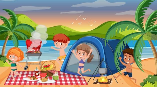 Сцена пикника со счастливой семьей на пляже