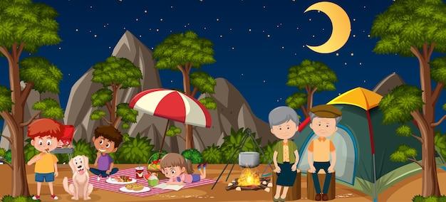 숲에서 행복한 가족과 함께 피크닉 장면