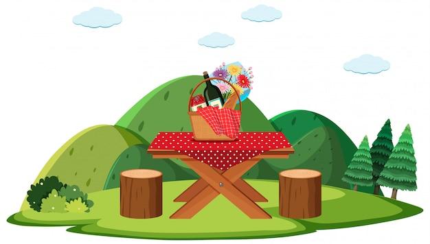 フィールドに食べ物とピクニック用のテーブル