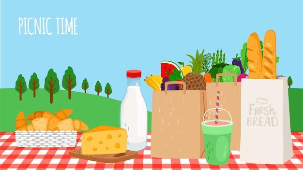 ピクニックタイム。生鮮食品、野菜、果物、シェイク、パンをテーブルに。