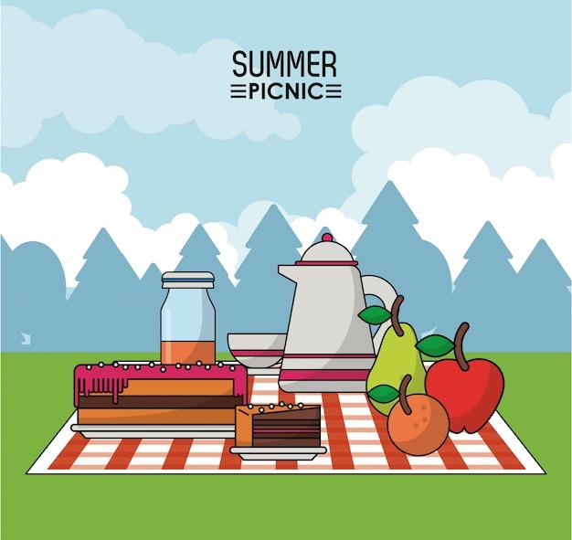 食卓のパイの果物やコーヒー瓶での食べ物によるピクニック