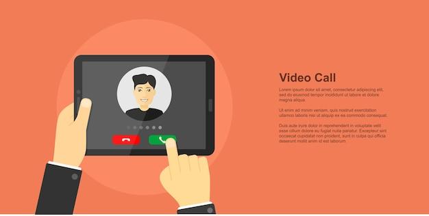 画面、ビデオ会議、オンラインチャット、ビデオ通話のコンセプト、スタイルバナーに男のアバターとデジタルタブレットを持っている人間の手の画像