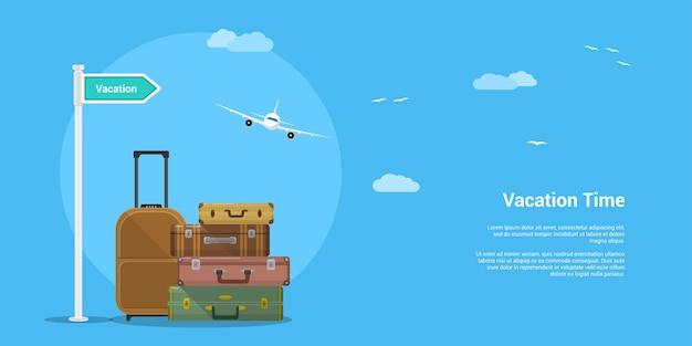 Изображение стопки чемоданов с облаками и планом полета.