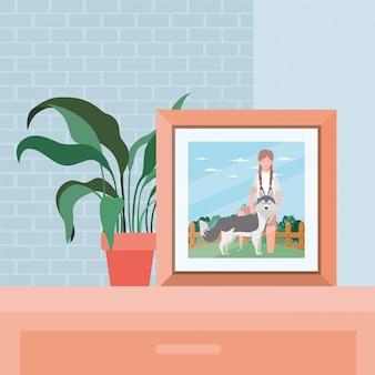Изображение женщины с милой собакой в поле