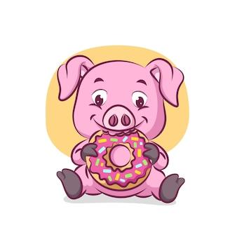 Свинья сидит и ест большой пончик, полный беспорядка