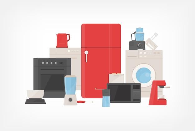 Куча кухонной утвари, бытовой техники, кухонных принадлежностей, электроинструментов и оборудования.