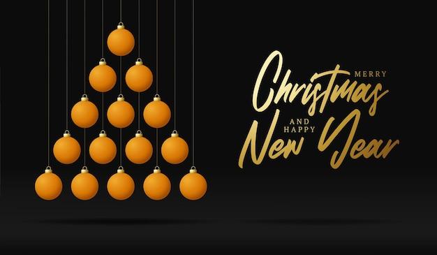 Пинг-понг рождество и новогодняя открытка безделушка. креативная рождественская елка, сделанная мячом для настольного тенниса на темном фоне для празднования рождества и нового года. спортивная открытка