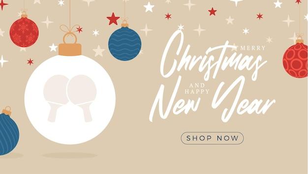 Пинг-понг рождественская распродажа баннер. веселого рождества и счастливого нового года плоский мультфильм спортивный баннер. мяч для настольного тенниса как рождественский мяч на фоне. векторная иллюстрация.