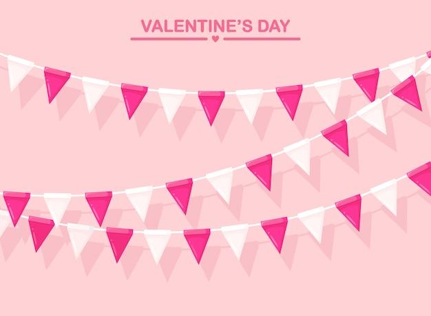 Розовое знамя с гирляндой цветных фестивальных флагов и лент, овсянки. фон для празднования дня святого валентина, вечеринки по случаю дня рождения, карнавала, ярмарки.