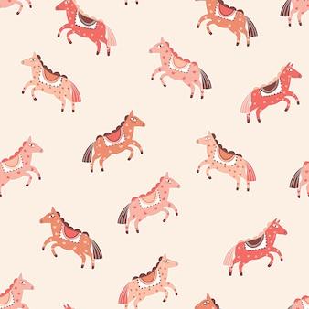 Бесшовный узор вектор розовые лошади. мультипликационный персонаж пони на фоне персикового цвета. детский фон абстрактный карнавал. волшебная рисованная оберточная бумага для милых животных, дизайн обоев.