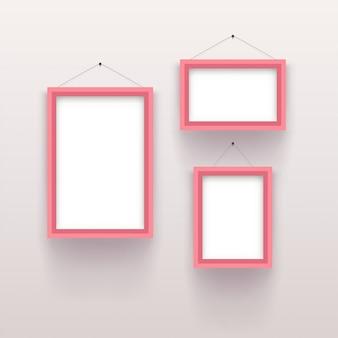 Розовый винтажный набор рамок на белом
