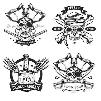 Pirat要素(ボトル、骨、剣、銃)のエンブレム、ラベル、バッジ、ロゴのセット。