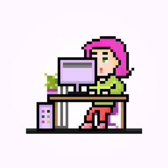 Пиксель офисный работник женский персонаж работает на пк в стиле ретро