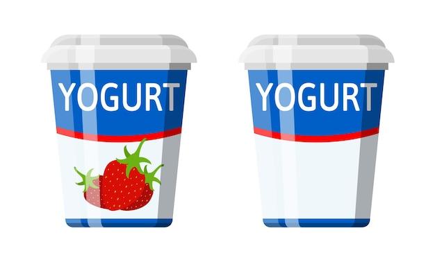 요구르트와 함께 플라스틱 용기. 딸기 요구르트 디저트. 식품 플라스틱 유리. 우유 제품. 유기농 건강 제품.