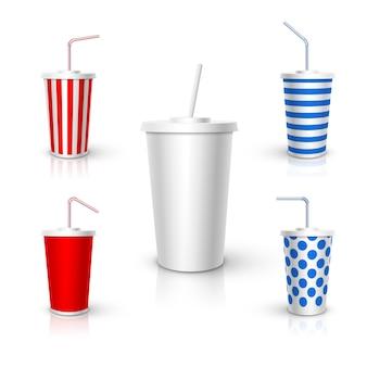 튜브 모형이있는 플라스틱 컵. 현실적인 디자인 요소.