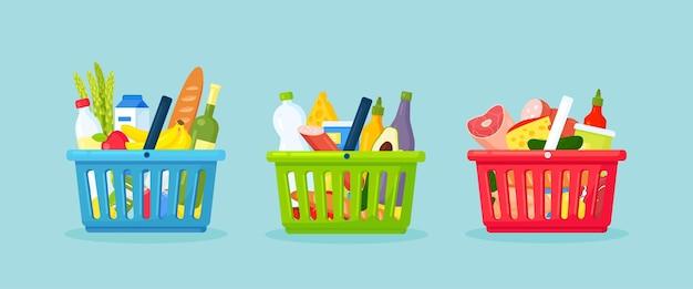 Пластиковые корзины для покупок для супермаркетов. корзина для покупок, полная продуктовых продуктов