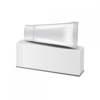Пластиковая трубка на белой коробке - крем, гель, уход за кожей, зубная паста. готов к вашему. упаковочный шаблон.