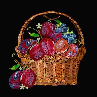 Вышивка сливы в плетеной корзине. шаблон для одежды, текстиля, дизайн футболки