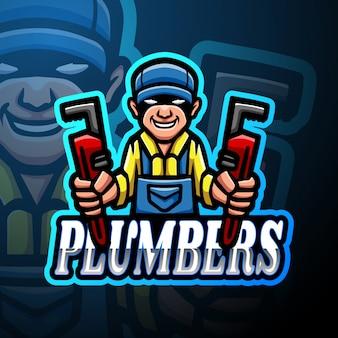配管工のeスポーツのロゴのマスコットデザイン