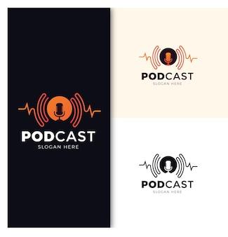 마이크와 헤드폰을 사용한 팟캐스트 또는 라디오 로고 디자인 premium vector
