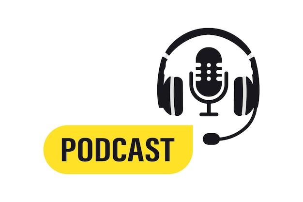 ポッドキャスト。ブロードキャストテキストポッドキャスト付きのスタジオマイク。 webキャストオーディオレコード。ラジオの録音やスタジオ用のヘッドフォンとマイク。オンラインラジオ放送のフラットコンセプト