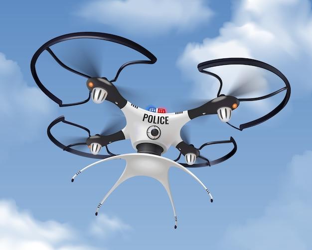 Drone di polizia realistico nella composizione del cielo per la sicurezza e la protezione della popolazione in città