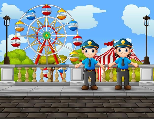 도로 그림에서 경찰 남자와 여자