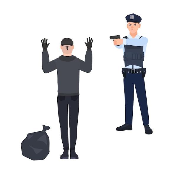Полицейский в полицейской форме, указывая пистолетом на грабителя или грабителя.