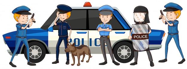 Полицейские в различной форме на автомобиле
