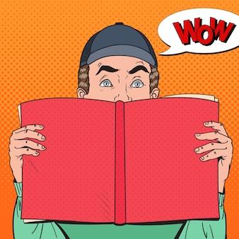 Поп-арт удивленный мужчина держит книгу