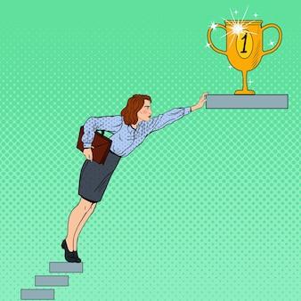 ポップアートビジネスの女性が目標を達成しようとしています。