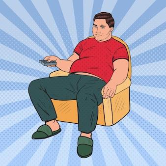 Поп-арт толстяк смотрит телевизор с пультом дистанционного управления