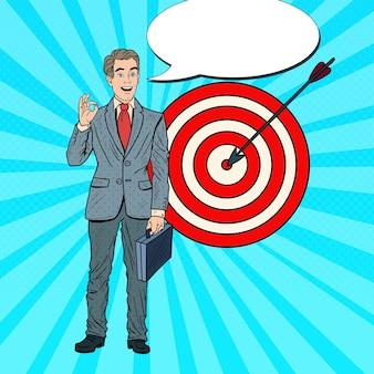 Поп-арт счастливый бизнесмен достиг цели. успех в бизнесе.