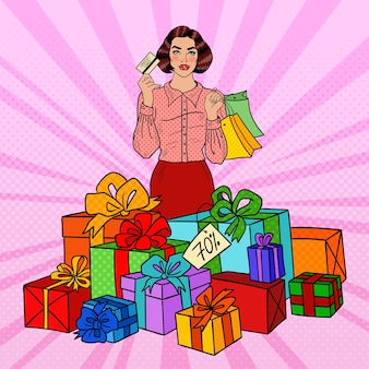 Поп-арт счастливая женщина с хозяйственными сумками и огромными подарочными коробками.