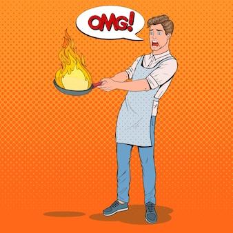 Поп-арт мужчина на кухне держит сковородку