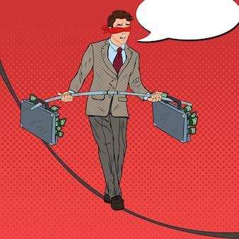 2つのお金のブリーフケースを使ってロープの上を歩くポップアート怖いビジネスマン。投資リスク。