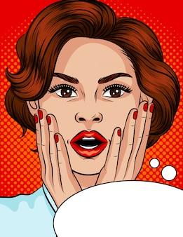 Иллюстрация стиля поп-арт удивленное лицо девушки. красивая девушка с открытым ртом. девушка с каштановыми волосами держит руки над головой. девушка в стрессе. эмоциональное испуганное лицо