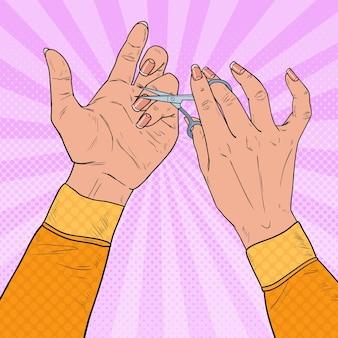 팝 아트 여자 매니큐어 만들기. 가위를 사용하여 손톱 치료를 여성 손. 스킨 케어 뷰티 개념.