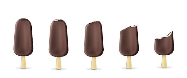 スティック列のアイスキャンディーアイスクリーム全体からかまれたものまで、白で隔離されています。