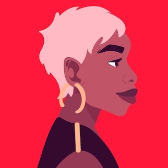 짧은 금발 머리와 큰 귀걸이를 한 아름다운 아프리카 여성의 초상화