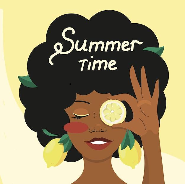 그녀의 손과 머리에 레몬을 들고 웃는 아프리카 소녀의 초상화. 여름 그림입니다.