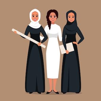 공동 프로젝트에 협력하는 이슬람과 백인 여성의 성공적인 크리 에이 티브 비즈니스 팀의 초상화. 시작에 함께 서있는 젊은 경제인의 다문화 그룹. 벡터