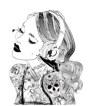 헤드폰과 문신을 한 여자의 초상화