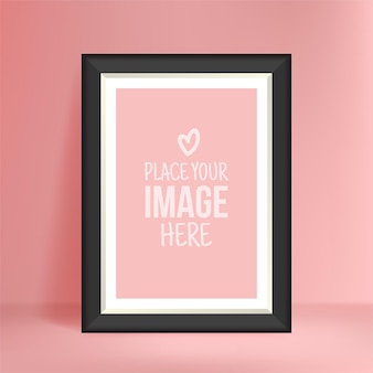 Макет портретной фотографии на розовой стене, пустая рамка для плаката для ваших дизайнерских отпечатков
